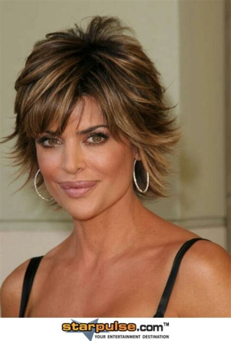 achieve lisa rinna hair cut short dark hair w caramel highlights hair pinterest