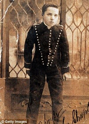 early life charlie chaplin charlie chaplin s desperate childhood and the woman who