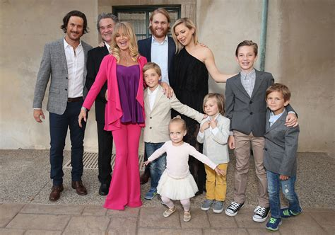 oliver hudson mother oliver hudson is keeping in touch with his dad bill