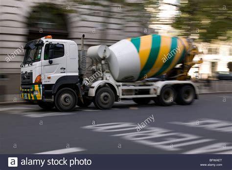 Truck Mixer Hino Bekas mobile cement mixer hino truck at speed in lodon uk stock