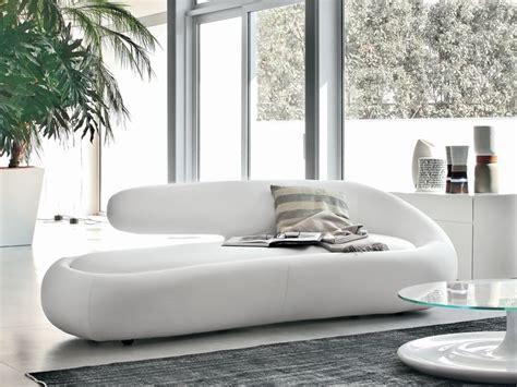 sofas de cuero blanco sof 225 de dise 241 o de cuero blanco im 225 genes y fotos