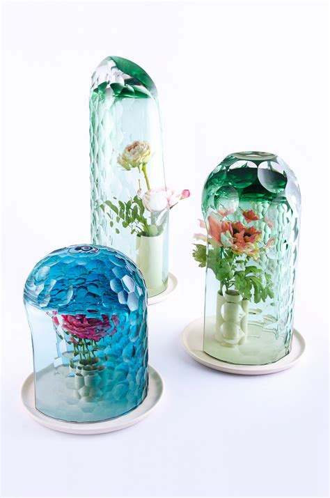 Designboom Vase | op vase creates bouquet through kaleidoscopic optics