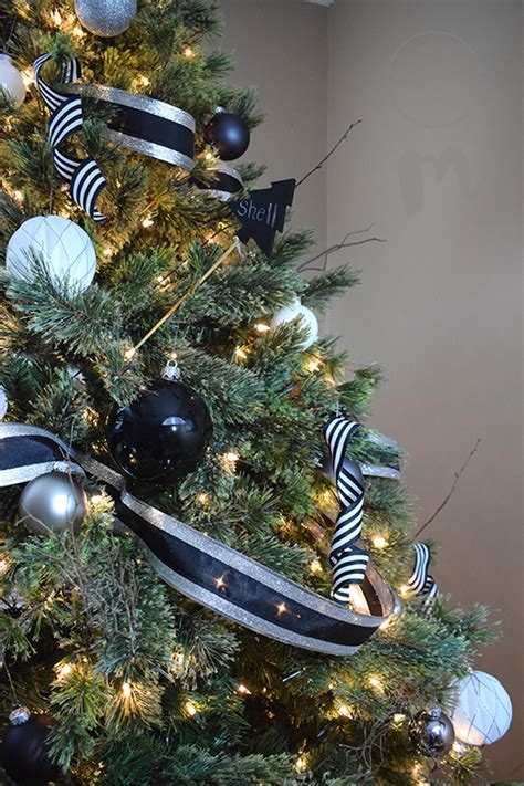 5 essentials for a glamorous christmas tree chic misfits