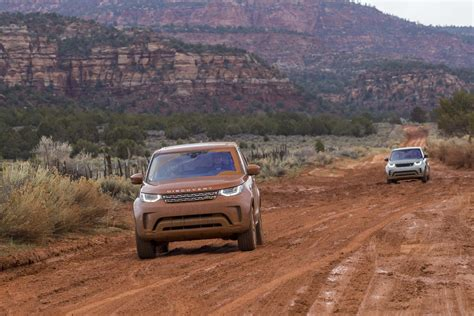 road land rover discovery 2017 land rover discovery road 48 motor trend