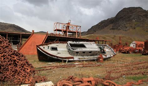 tow boat us city island oradour sur glane to romagnano al monte haunting images