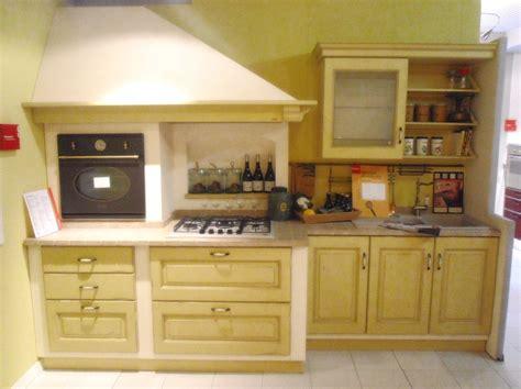 cucina belvedere scavolini scavolini belvedere gialla 4499 cucine a prezzi scontati