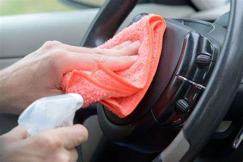 come pulire la tappezzeria della macchina pulire gli interni dell auto con un detergente fai da te
