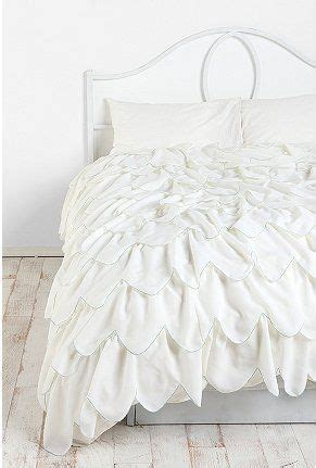 white comforter with ruffles 17 best ideas about ruffle bedding on pinterest ruffled