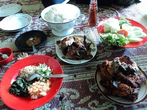 Ayam Panggang Bu Susi sensasi gurih pedas ayam panggang gandu bu setu magetan