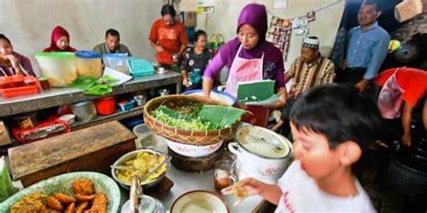 Sofa Murah Di Ponorogo travelling nasi pecel ponorogo