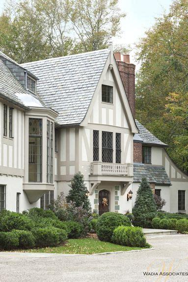 tudor style houses best 25 tudor style homes ideas on pinterest tudor