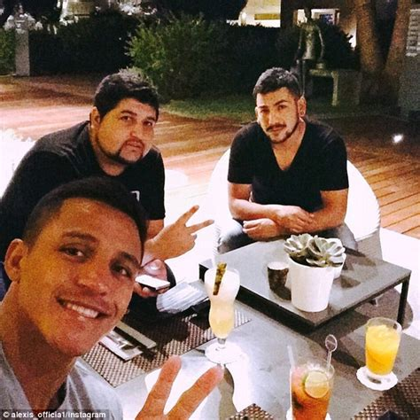 Alexis Sanchez Brother | arsenal forward alexis sanchez enjoys meal with his