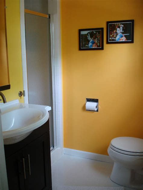 Pics Of Bathrooms by File Yellow Bathroom Jpg
