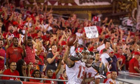 Bucs Want To Make Mike Evans Buc For Life Tbo Com Ta Bay Buccaneers Adam Gaine