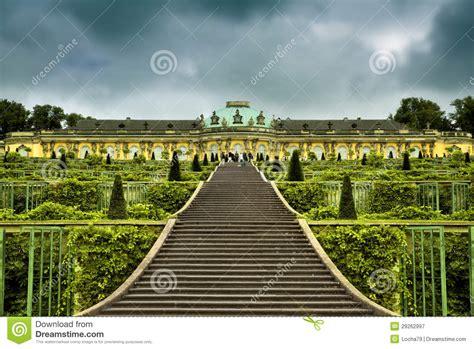 sanssouci tuin paleis en tuin in park sanssouci in potsdam royalty vrije