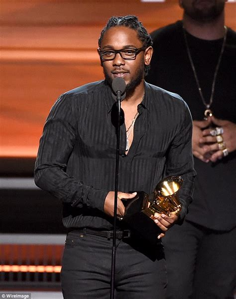 kendrick lamar awards kendrick lamar wins five awards at 2016 grammys but not