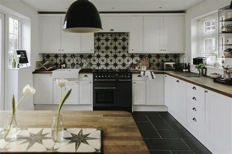 updating a kitchen on a small budget updating a large kitchen on a small budget rock my style