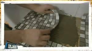 tisch mit fliesen die heimwerker profi tipp mosaik fliesen
