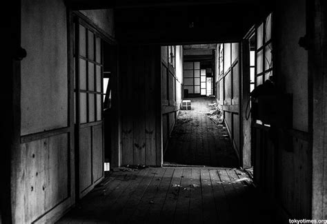 rooms doors horror kompletlsung 17 best images about haikyo urban exploration on pinterest