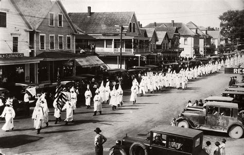vintage photos of ku klux klan parade in 1920s monovisions