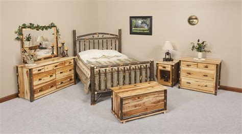 amish rustic cabin hickory wood wagon wheel bedroom