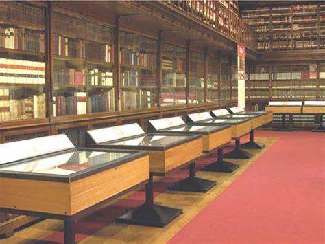 arredi per biblioteche arredi per biblioteche pannelli espositivi vetrine