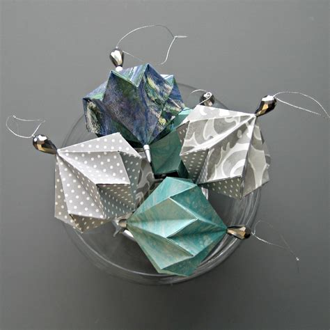 Folded Paper Ornament - all things paper paper craft diys