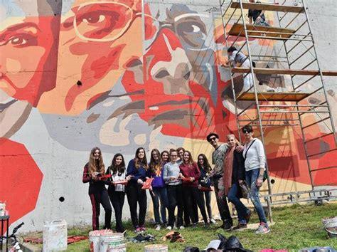 popolare di bergamo milanese un murale con i volti di jannacci co celebra la musica