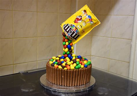 anti gravity cakes 25 bakes that defy belief books how to make an anti gravity cake just things