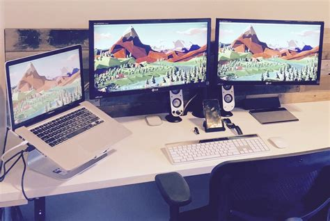 macbook pro desk setup mac setup triple display macbook pro workstation