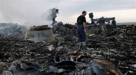 malaysia airlines mh 17 crash explaining how malaysian airlines flight mh17 was shot