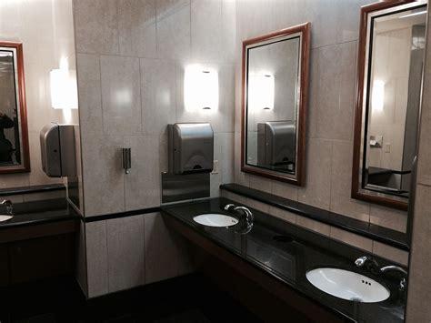 Club Bathroom by Trip Report Delta Airlines Sky Club Detroit