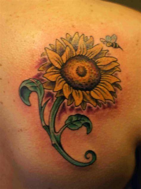 tatuaggi lettere e fiori tatuaggi di fiori con la lettera g idee significato