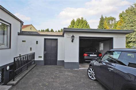 garage unterkellert doppelhaush 228 lfte mit garage und gro 223 em garten
