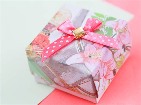 How To Make A Small Gift Box Out Of Paper - how to make a gift box out of a greeting card with pictures