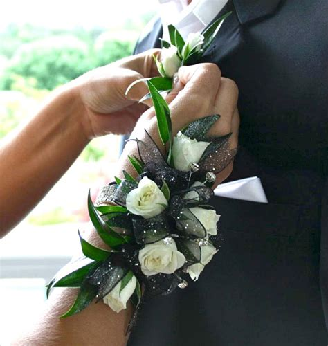 corsage and boutonniere for homecoming 41 best images about prom flower inspiration on corsage and boutonniere prom