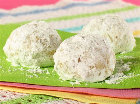 mexican wedding cakes recipe pistachio mexican wedding cakes recipe dishmaps