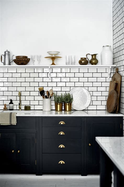 colors that go with black and white the difference grout color can make to your tiles emily