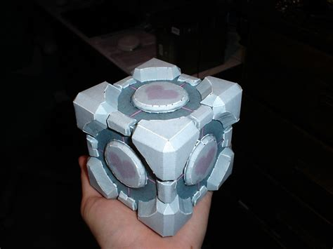 Companion Cube Papercraft - the weighted companion cube by kennysback on deviantart