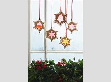COZY WINDOW DECORATION INSPIRATIONS FOR THE FESTIVE EVE ... Vintage Christmas Wrapping Paper