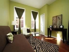 wall colors for family room 12 fotos de salas en verde y marr 243 n