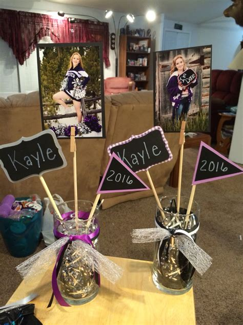 cute graduation photo centerpiece diy graduation ideas