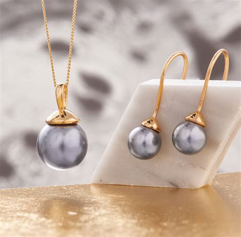 Sogt Pearl Sett pearl necklace and earring set in gold by claudette
