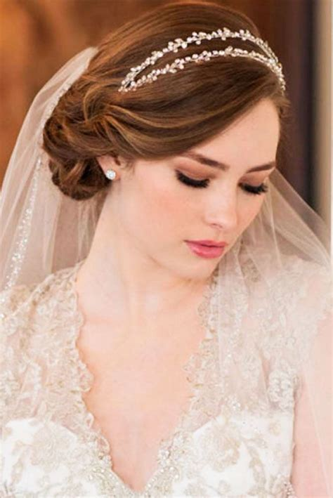 Wedding Hairstyles For Medium Hair With Veil by 42 Wedding Hairstyles With Veil Veil Veil Hairstyles