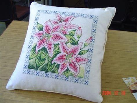 schemi punto croce cuscini cuscino gigli rosa 1 magiedifilo it punto croce