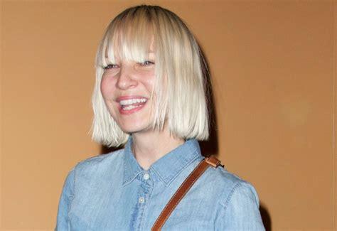 Sia Chandelier Behind The Scenes Sia Furler Dating Robert Pattinson Singer Reveals Truth