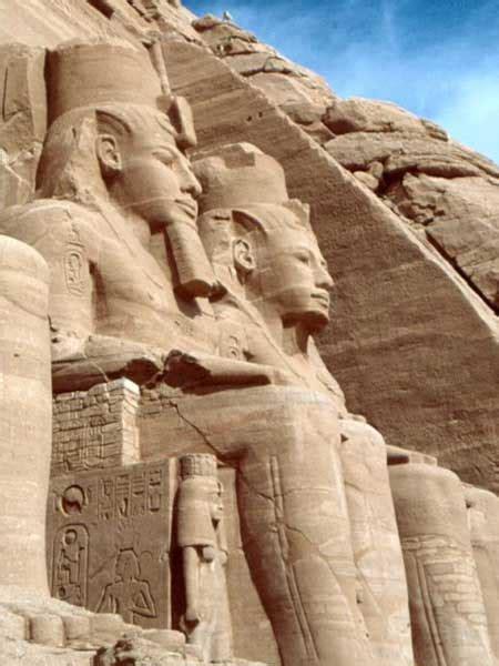 imagenes de esculturas famosas egipcias el templo de ramses ii las estatuas sedentes