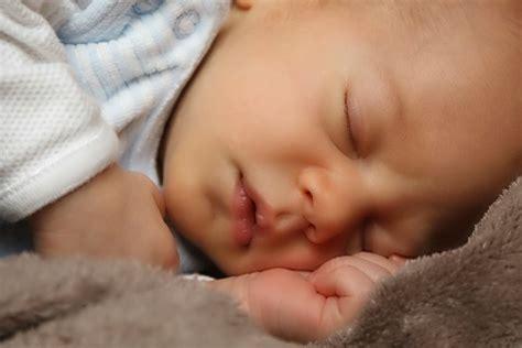 baby keeps waking up in crib 9 amazing baby sleep tips for waking babyborns