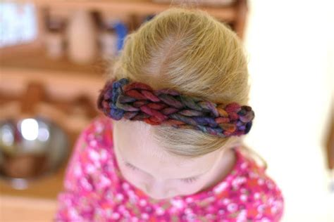 4 finger knitting frontier dreams four finger knitted headband a tutorial