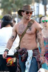 kellan lutz tattoos coachella festival encourages twilight kellan